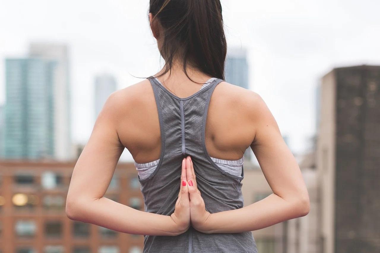 Quelles postures de yoga privilégier pour soulager son dos ?